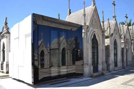 Family grave house by Armazenar Ideias Arquitectos