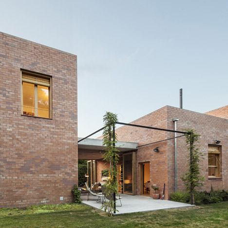 House 1101 by H Arquitectes has rooms<br /> that double as sheltered patios