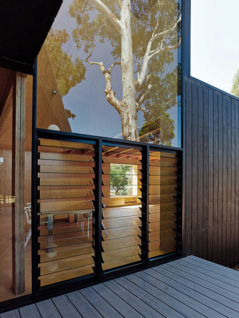 Karri Loop House by MORQ