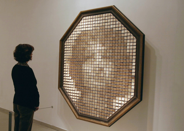 Mechanical Mirrors by Daniel Rozin replicate images using everyday objects