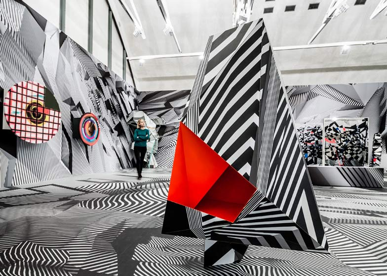 Monochrome graphics create optical illusions at Tobias Rehberger's solo exhibition