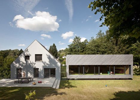Multi family house in Eichgraben by Franz Architekten