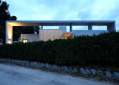 Mun Jeong Heon house by A.M Architects is surrounded by a huge concrete frame