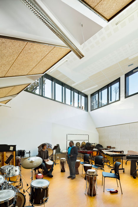 Music conservatory in Paris with cantilevered studios by Basalt Architecture