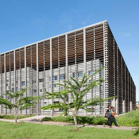 University library by RH+ Architecture<br /> encased within a timber lattice