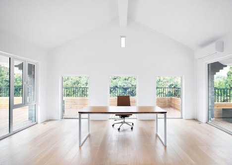 Office renovation by Daipu Architects