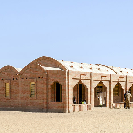 Vaulted brick primary school built on a Mali plain by Levs Architecten