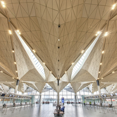 Pulkovo-International-Airport-terminal-by-Grimshaw-_dezeen_1sqa