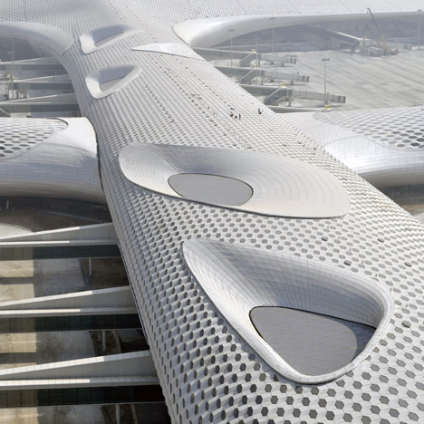 Terminal-3-at-Shenzhen-Baoan-International-Airport-by-Studio-Fuksas_dezeen_1sq
