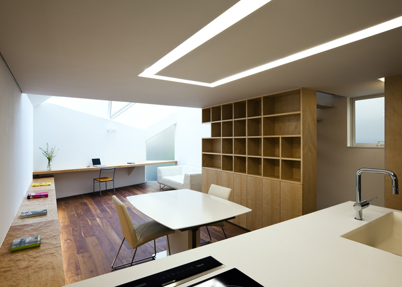 Tokyo house by Atelier Tekuto withskylight designed to frame the sky - harry - 哈梨见竹视雾所