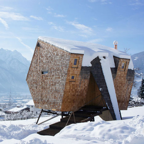 Ufogel Holiday House by Urlaubs Architektur_dezeen_1sq