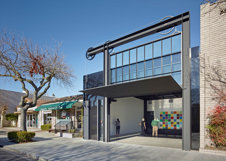 Tom Kundig Hoists California Gallery Facade Using Gears