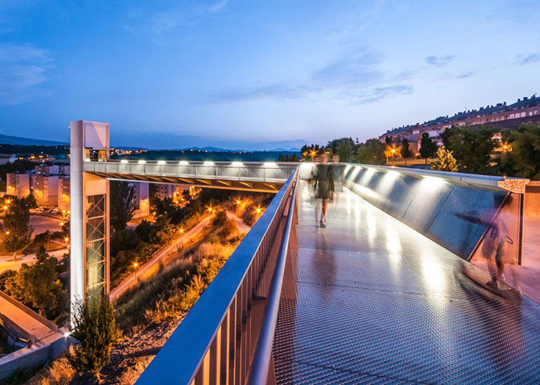 A steel-clad outdoor elevator connects the city and suburb in Pamplona by AH Asociados