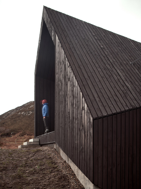 House at Camusdarach Sands by Raw Architecture Workshop has a kinked facade