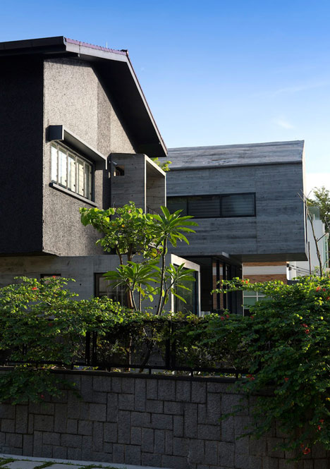 Formwerkz Architects house extension features cantilevered concrete box