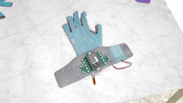 Imogen Heap's Mi.Mu glove