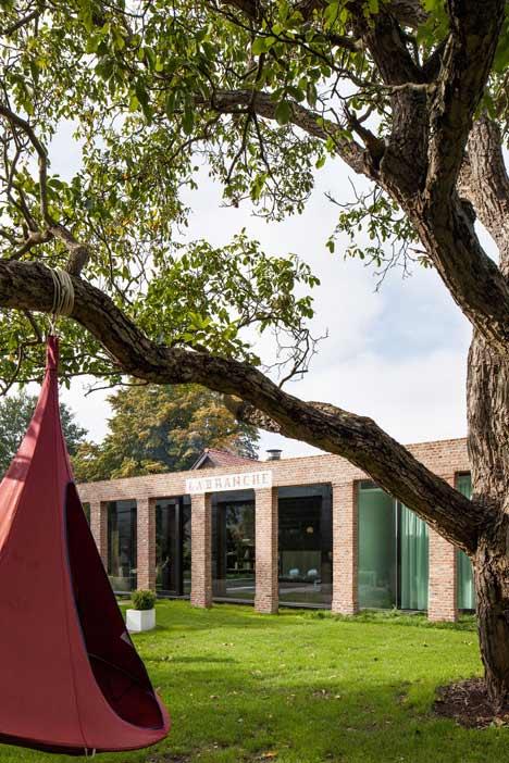 La-Branche-by-DMOA-Architecten-dezeen_21
