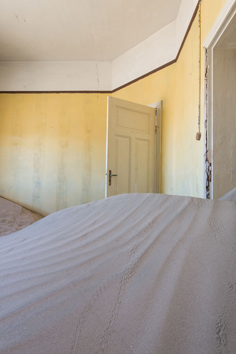 Ghost town engulfed by mounds of sand<br /> photographed by Romain Veillon
