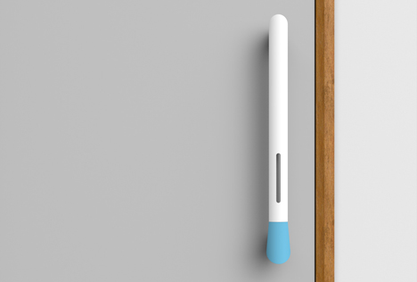 Hospital door handle sanitises users' hands and measures cleanliness of staff