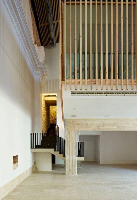 Restoration and adaptation of a 16th century Chapel in Brihuega by Adam Bresnick