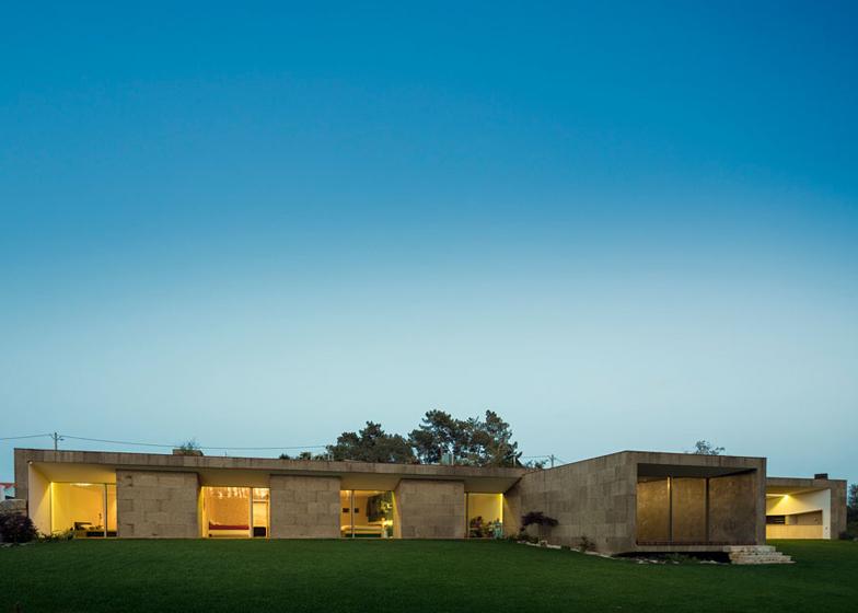 The Hill Cork House by Contaminar Arquitectos