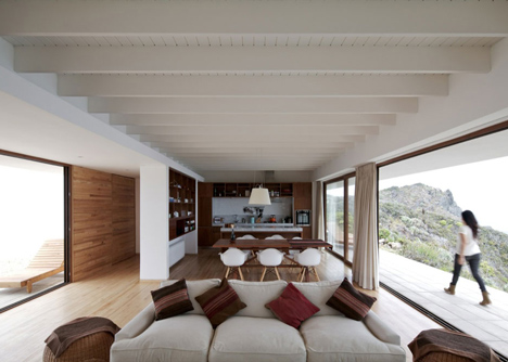 Tunquen House by Nicolas Lipthay Allen and L2C