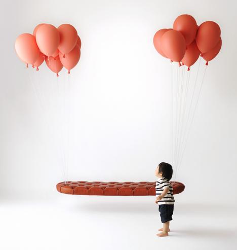 Balloon bench by H220430. Photograph by Ikunori Yamaoto