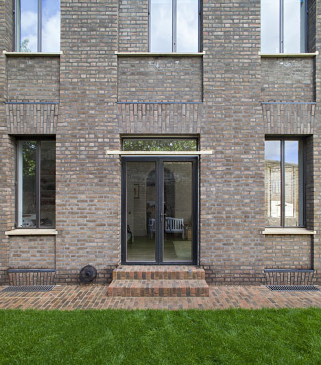 Chris Dyson's curved brick extension completes a Georgian terrace in London