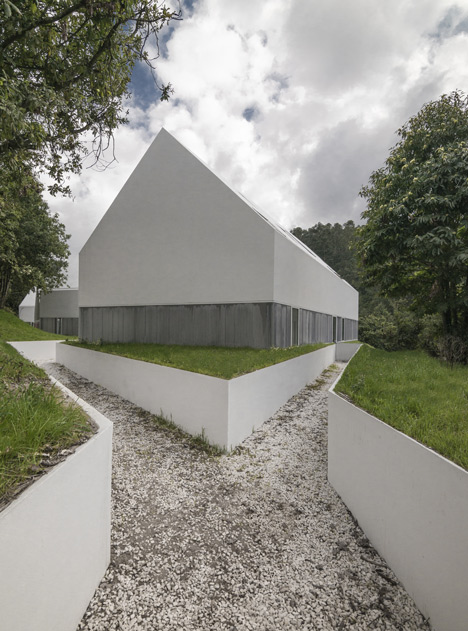 White buildings sink into the landscape at the White Wolf Hotel by AND-RÉ