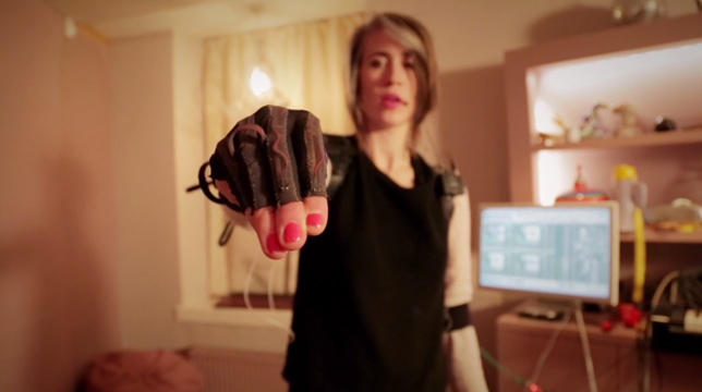 Imogen Heap demonstrating Mi.Mu glove