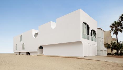 Swell Johnston Marklees Vault House Frames Beach Views Through Download Free Architecture Designs Scobabritishbridgeorg