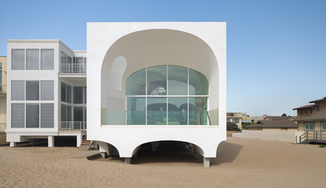 Johnston Marklee's Vault House frames beach views through multiple arches
