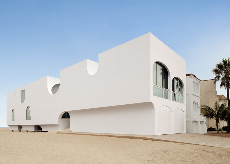 Johnston Marklee\'s Vault House frames beach views through many arches