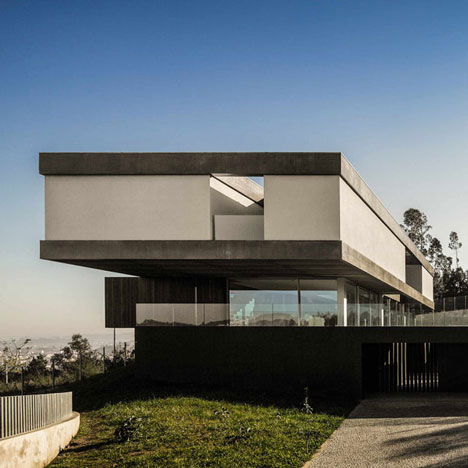 Spaceworkers' 07CBE House features cantilevered and transparent storeys