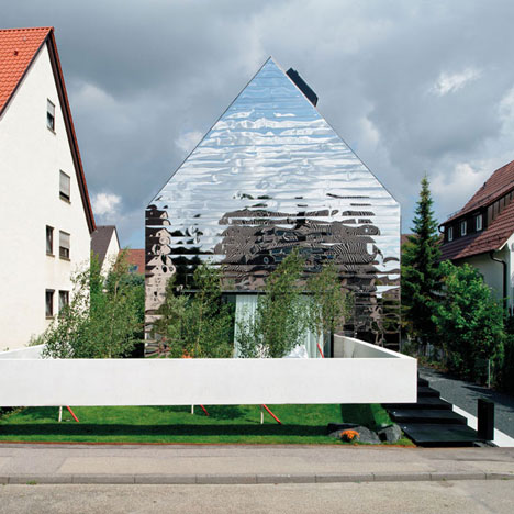 Bernd Zimmermann's mirror-clad House wz2 offers distorted reflections