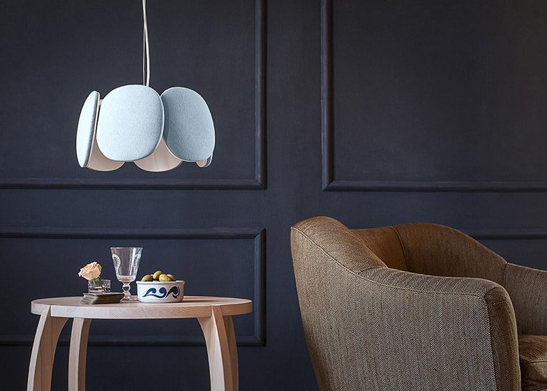 "Overlapping ""petals"" surround Mario Alessiani's Bloemi lamp"