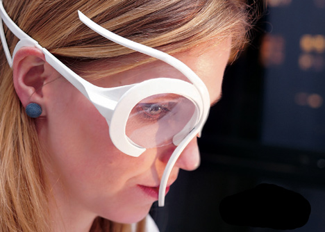 Headpiece monitors sensory responses to digital content for intuitive bookmarking