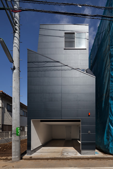House in Fukasawa by LEVEL Architects