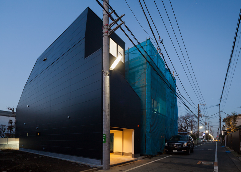 Black house in Tokyo by Level Architects reveals little to its neighbours