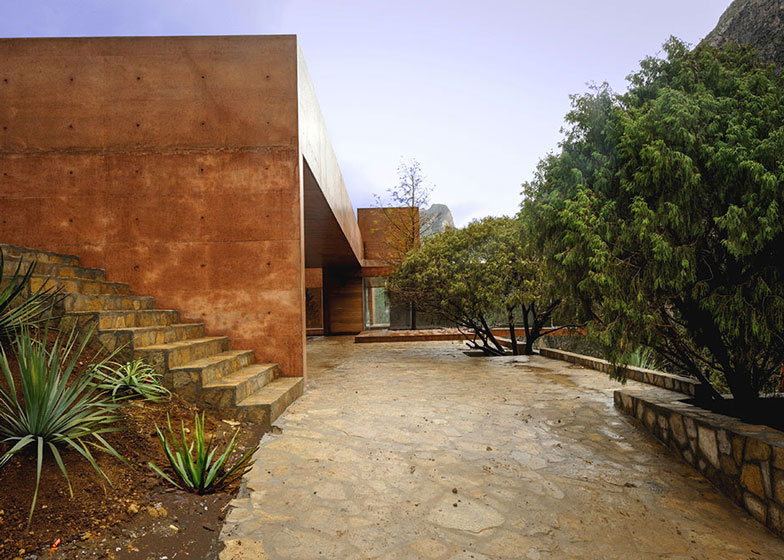 Narigua House by David Pedroza Castaneda