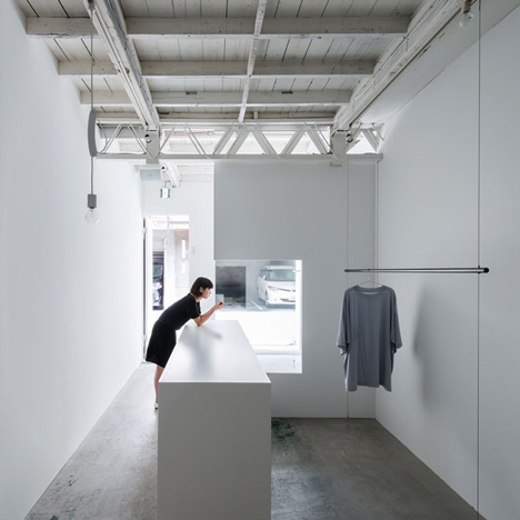 Reiichi Ikeda divides narrow Japanese clothing boutique with boxy partitions