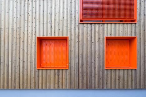 Social housing by Vous Êtes Ici Architectes slots between buildings in Paris