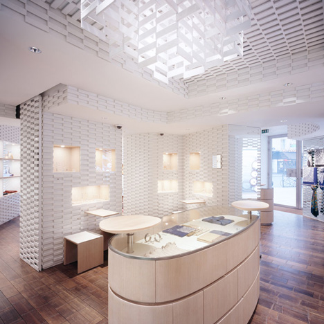Kengo Kuma adds lattice of glistening tiles to Shang Xia boutique in Paris