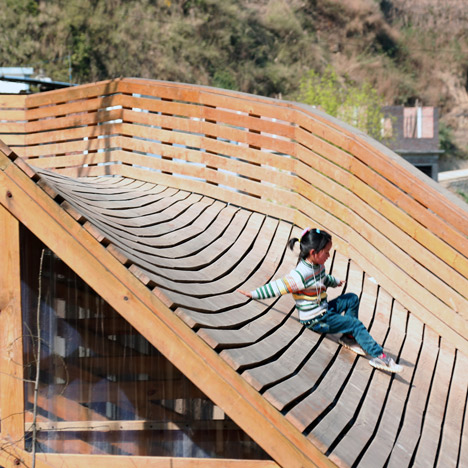 Community library in China turns a roof into a playground