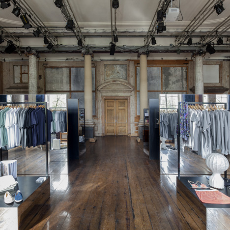 Pop-up design shop by i29 creates a hall of mirrors in an 18th-century building