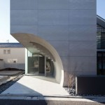 Curving concrete creates a tunnel through Tokyo house by Makiko Tsukada