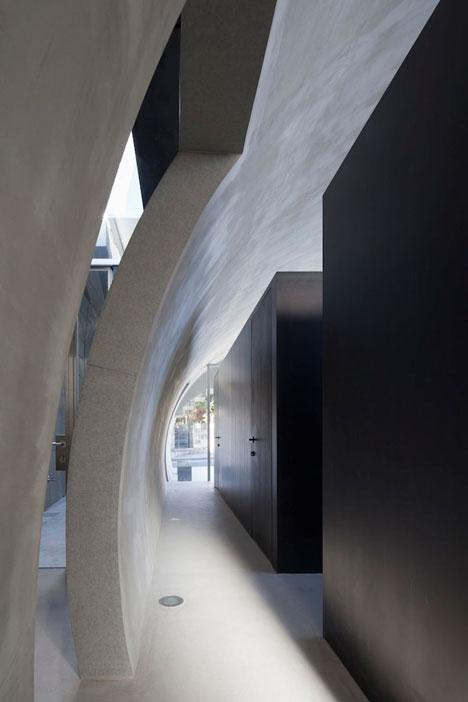 Tunnel House by Makiko Tsukada