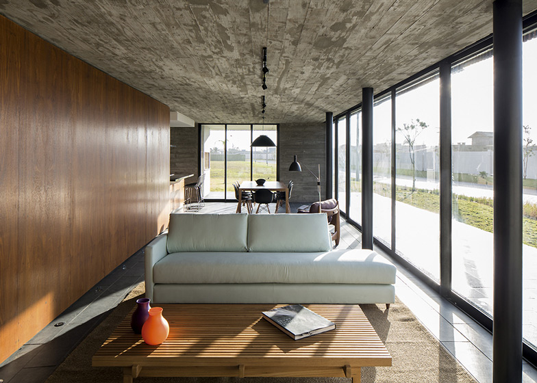 XAN House by MAPA