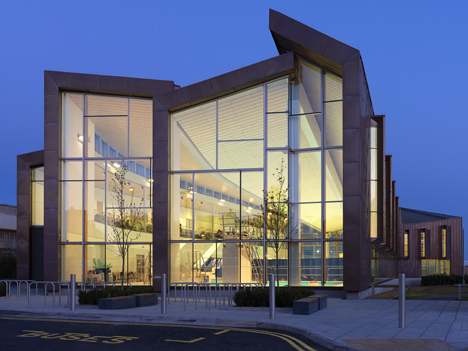 Splashpoint Leisure Centre (UK) Wilkinson Eyre Architects