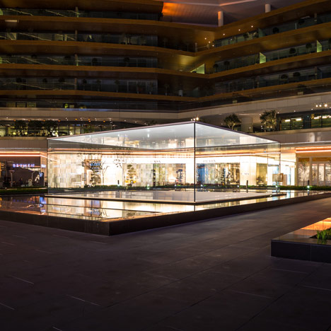 Apple-store-Istanbul-by-Foster-Partners sq